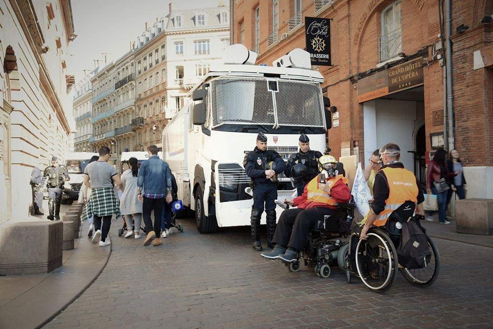 rolstoel demonstrant Toulouse